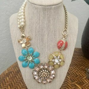 NWT Beautiful Detailed Necklace